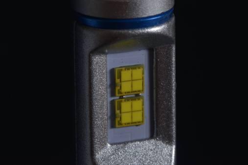 ご使用いただいたのはコレ。 H8/9/11/16対応 5200lm LEDヘッドライト。 この明るさと耐久性は文句無しです。 詳細情報は http://www.shimarisudo.com/ksn/ksnhed.htm にてご確認ください。