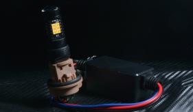 リヤはこちら。 2835PowerChipハイスペックウィンカーと 非発熱キャンセラー。 放熱の必要が無いので、ハウジング内で安心して使えます。