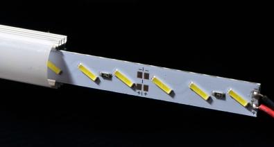 8520セミパワーチップ×3で1ユニット。 アルミ基板で放熱性も抜群です。 切り詰めたい場合、41mm単位でカット可能です。 お手元での加工が難しい場合、ご相談ください。