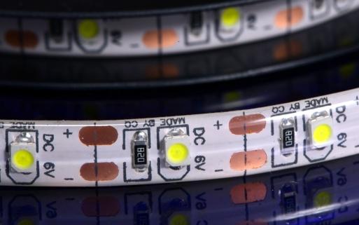 16.5mmで1ユニットと、USB仕様のLEDテープとしては高密度。 さらにEpisterチップ仕様で信頼性も抜群。 明るさを求める方は是非こちらを。 約2mで120LEDとなります。